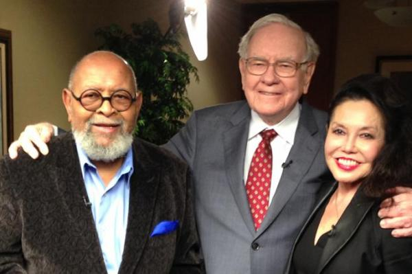 Anonymous-donor-pays-3456789-for-lunch-with-Warren-Buffett