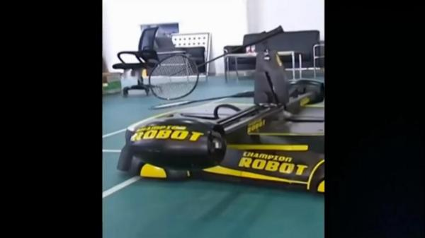 Chinese-students-create-robot-that-plays-badminton
