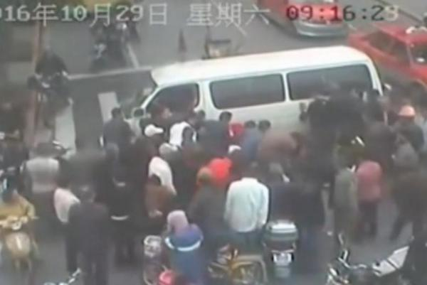 witnesses-lift-van-to-rescue-man-pinned-during-crash-in-china