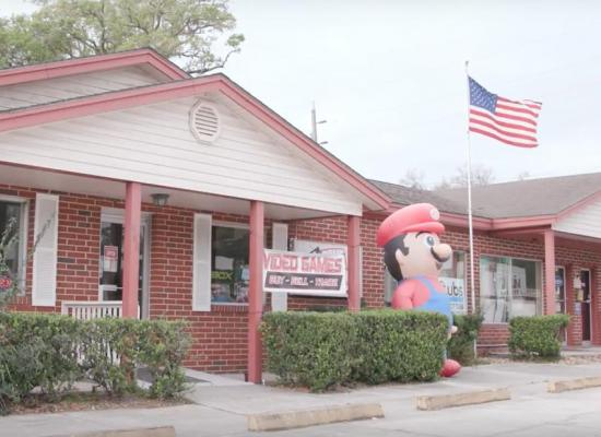 Florida-man-sues-to-keep-inflatable-Super-Mario-outside-business