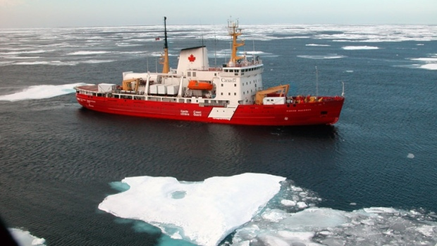 canadian-coast-guard-icebreaker-pierre-radisson